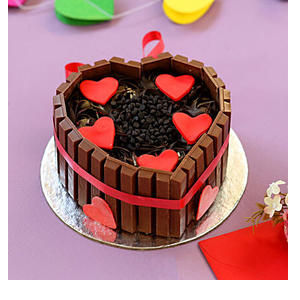 Heart Shaped KitKat Cake- 1 Kg
