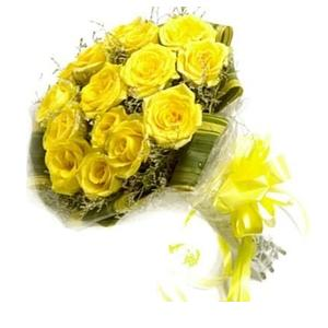 Floralbay Yellow Roses Bouquet Fresh Flowers in Cellophane Wrapping (Bunch of 12)